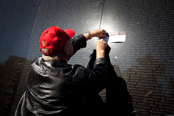 Marine Vietnam veteran at the Vietnam Wall